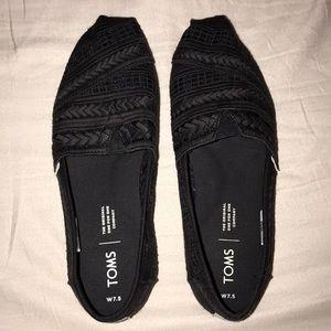 Black print Toms